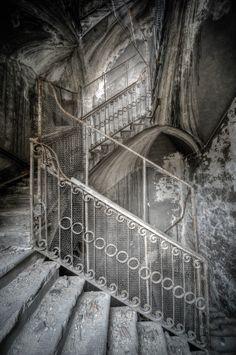 Staircase  by Aurélien  Villette, via 500px stairway, aurélien villett, haunted houses, ruin, beauti, staircas, abandon, place, forgotten