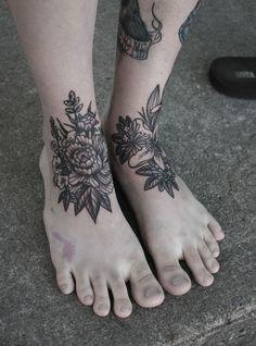 flower tattoos on the feet. pretty.