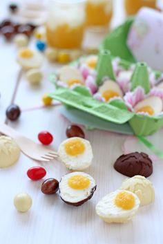 Huevos de Pascua rellenos de crema de mascarpone y gelatina de mango - Rico sin azucar