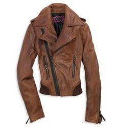 ME encantan las chaquetas de cuero y esta... esta es GENIAL: idea con un vestido en color crema y unas botas a juego, o con unos vaqueros!!