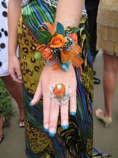 Prom Corsage Ideas   ... prom just so I could wear one of these cool wrist corsages and flower
