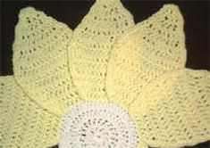 Crochet Daisy Centerpiece and Placemat