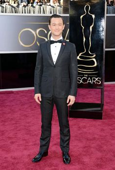 Joseph Gordon-Levitt  http://toyastales.blogspot.com/2013/02/2013-academy-awards-my-picks-for-best.html