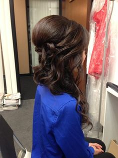 Gorgeous half up hairstyle with loose curls
