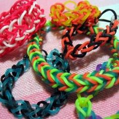 How to Make Rainbow Loom Rubber Band Bracelets – WITHOUT the Loom!