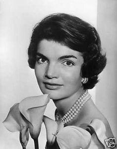 Jacqueline Kennedy, 1957 (photo taken by Yousuf Karsh)