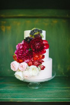 Raspberry and pastel hue flowers embellish this  #weddingcake I Earth and Sugar