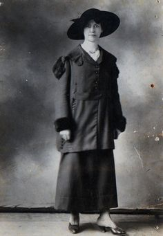 1919 Fashion, the War Years were often somber
