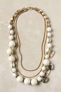 bridesmaids necklace... i feel like i could make something very similar...
