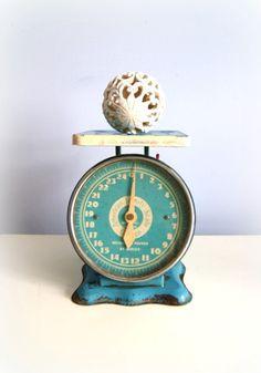 Cute vintage scale