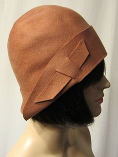 1920's Sienna-Colored Simple and Elegant Cloche