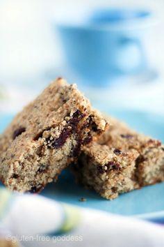 Gluten-Free Breakfast Bars with quinoa, hazelnuts and cherries. Yum!