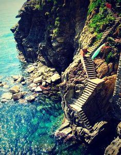 Steps to the Amalfi Coast originally via bluepueblo.tumblr