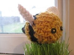 Baby Bumblebee - free crochet pattern