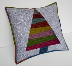 Christmas tree pillow by Lynne of Lily's Quilts #sewing #fabrics