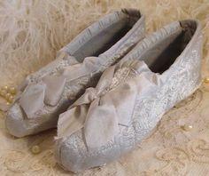 Treasury Item Circa 1918 One Pair Of Never Worn Rare Silk Burial Slippers Still In Their Original Box
