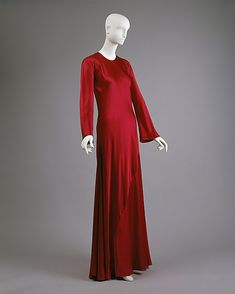 Halston (American, 1932–1990). Evening dress, probably mid to late 1970s. The Metropolitan Museum of Art, New York. Gift of Alexandra Auchincloss Herzan from the collection of Lily Auchincloss, 1996 (1996.480.4)