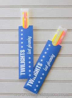 4th of July glow stick envelope printable. Super easy to put together. Perfect to get ready ahead of time to keep kids busy before firework shows. Can use for sparklers too!