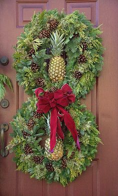 Chinoiserie Chic: Pineapples at Christmas