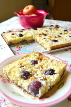 Crostata con mele, uva e nocciole