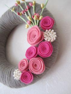 Felt flower and yarn wreath