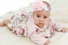 O vestido de bebê pode ser confeccionado em qualquer tecido, porém o tricoline e algodão são os materiais mais indicados.