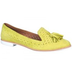 Wittner: Vincey citrus suede leather flats.