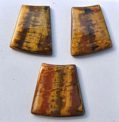 Free Tutorial: faux tiger eye gemstone from polymer clay. This pin will take you to the translated version of the page, the original is in French.