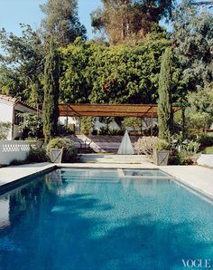 We'd like to be lounging by Amanda Peet's pool this summer.