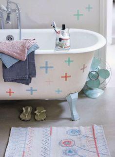 DIY: Cool Decorating Trick No. 43 | Washi Tape Bathtub