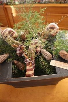 Great primitive Christmas decorating ideas!