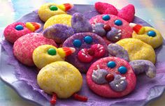 Bunny & Chick Cookies - bright and colorful cookies for #Easter, perfect for baking with the kids by #Sprinkles & Grins