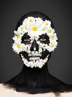 Gorgeous 'Day Of The Dead'-Inspired Designs Created On Models' Faces