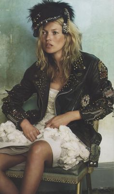 Beauifully dishevelled #katemoss #editorial
