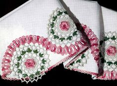 Rambling Rose Free Vintage Crochet Motif Pattern for a Pillow case edging.