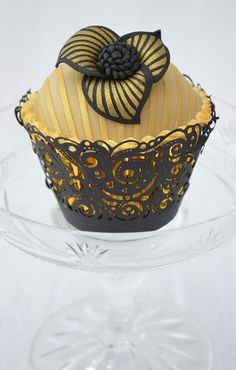 Gold and black Wedding Cupcakes. Black outer wrapper and pink foil inner wrapper.