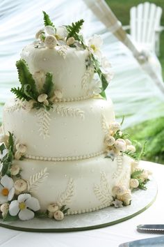 Our woodland wedding cake complete with tiny toadstools, ferns and white dogwood blossoms | Photo: Charles Wareham