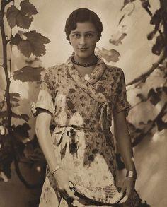 Patricia in sunshine - 1931 (Harold Cazneaux)