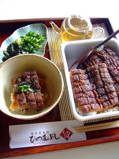Hitsumabushi bento, grilled eel on rice with chopped green onions and shredded dried laver ひつまぶし
