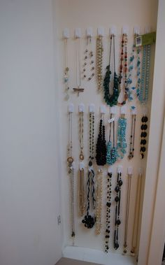 Organizing necklaces using command hooks