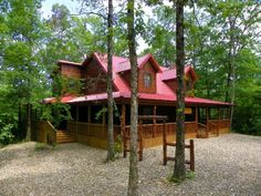 Have a relaxing, comfortable stay in beautiful southeastern #Oklahoma and rent one of Broken Bow Cabin Lodging's luxury properties.