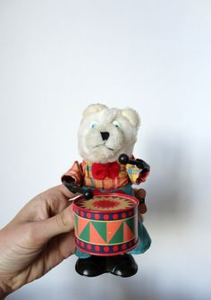 Wind-up Drumming Bear