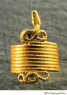 Gold snake shaped ring, 4th century BC.