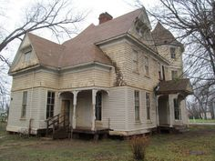 Abandoned Victorian In Jacksonville, Texas.