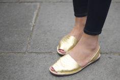 Hedvig Opshaug: gold flats