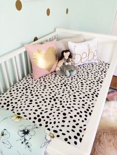 How fab are these pillows? #nursery #nurserydecor #crib