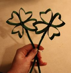 Paper Roll Shamrock Craft (pinned by Super Simple Songs) #educational #resources for #children #StPatricksDay