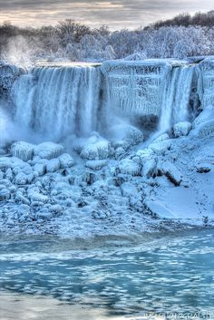 Turning Blue American Niagara Falls, Canada