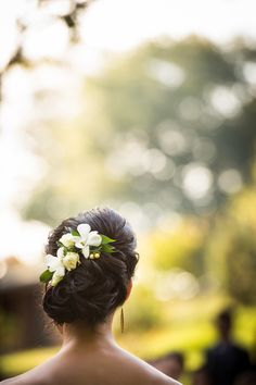 Hairstyle -- Fresh Flowers -- See more of this Fall Farm Wedding at Sweetwater Farm on SMP: http://www.StyleMePretty.com/2014/03/11/fall-farm-wedding-at-sweetwater-farm/ Susan Stripling Photography