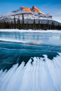North Saskatchewan river, Alberta, Canada  (by Emmanuel Coupe)